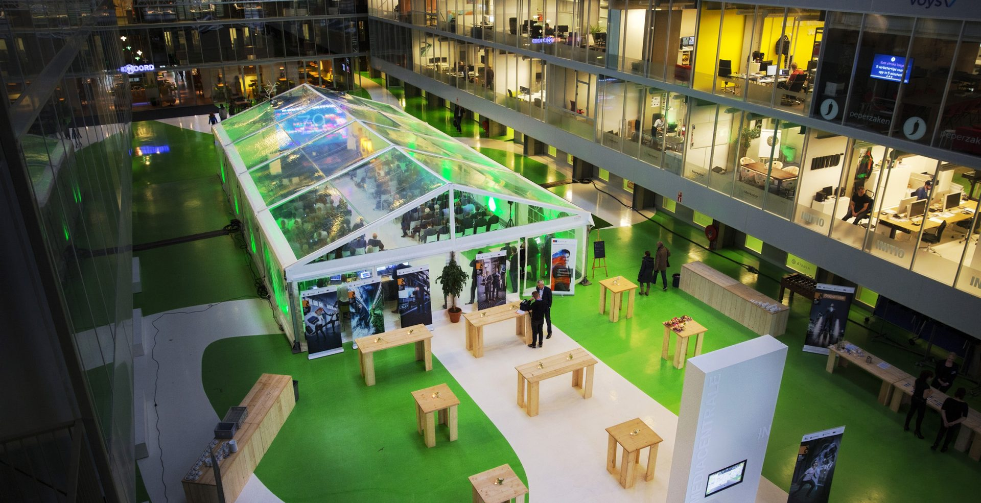De FD Gazellen 2015 in de Centrale Hal van de Mediacentrale.
