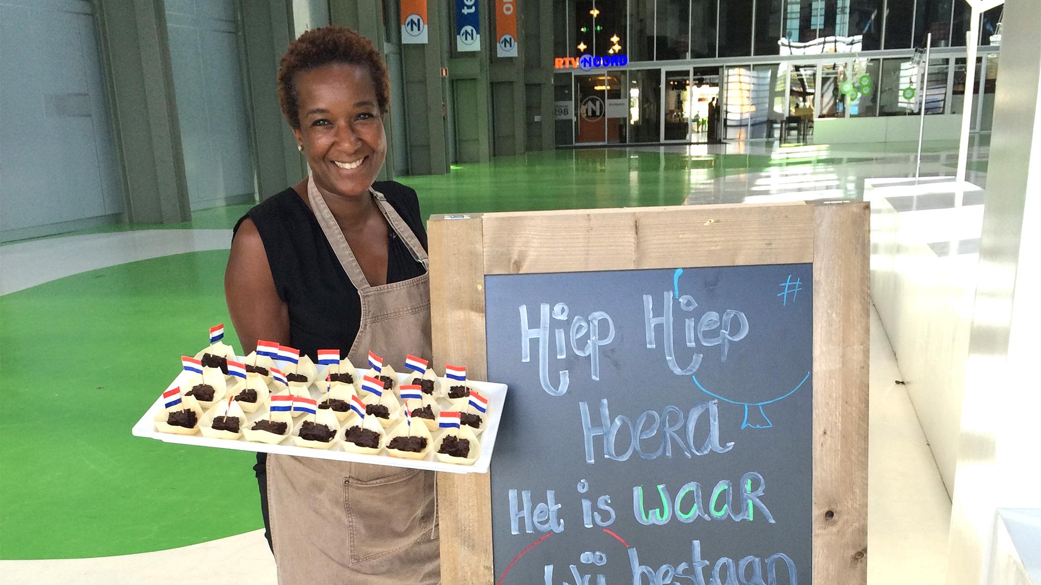 Gloria met de heerlijke brownies van WAAR
